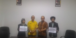 penyerahan beasiswa pendidikan bagi mahasiswa tahun 2018