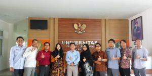 Foto bersama reviewer - penerima hibah FTTI - dan LPPM UNJANI Yogyakarta