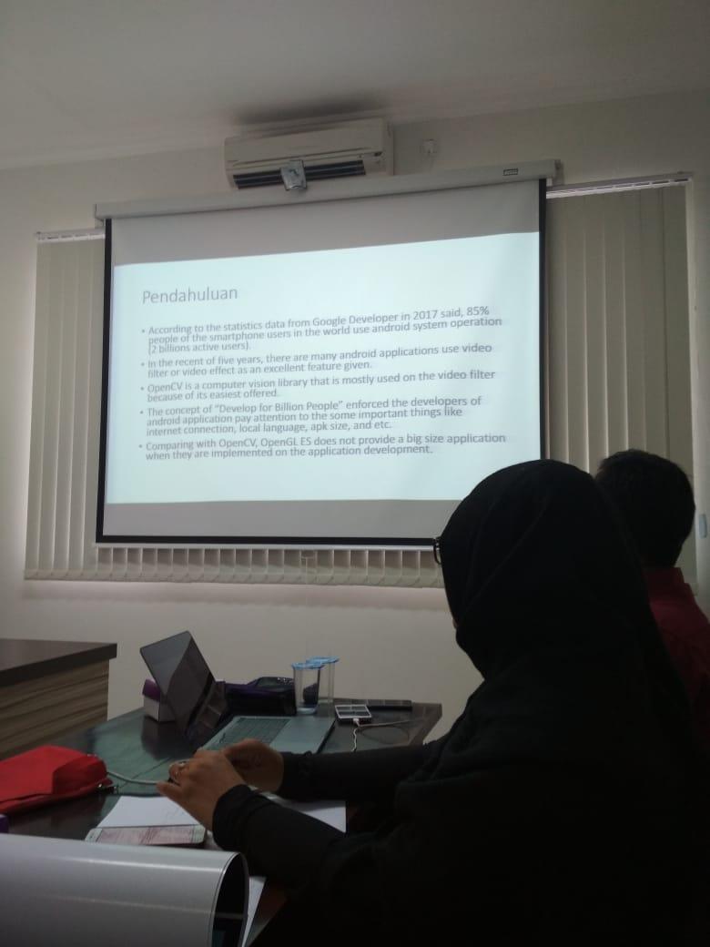 presentasi penerima hibah penelitian PKPT oleh Burhan Alfironi Muktamar dan Sari WIajyanti