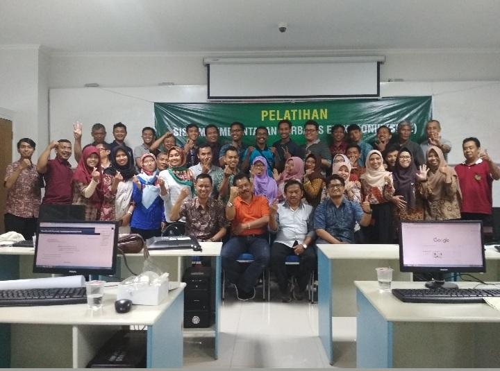 Foto bersama peserta setelah pelatihan pemkab purworejo di unjani yk