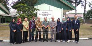 Dekan FTTI UNJANI Yogyakarta, staff, dan mahasiswa magang foto bersama guru militer MIPATEK AKMIL Magelang
